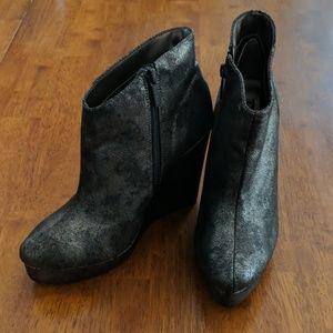 NWOT Michael Antonio ankle boots